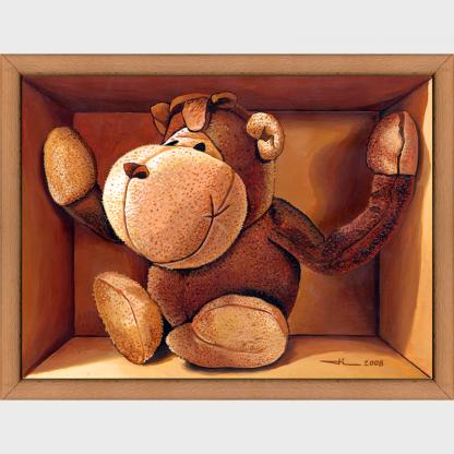 Un singe en peluche, un peu à l'étroit dans sa boite.